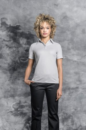 חולצת מלצרית UNA עם שרוול קצר